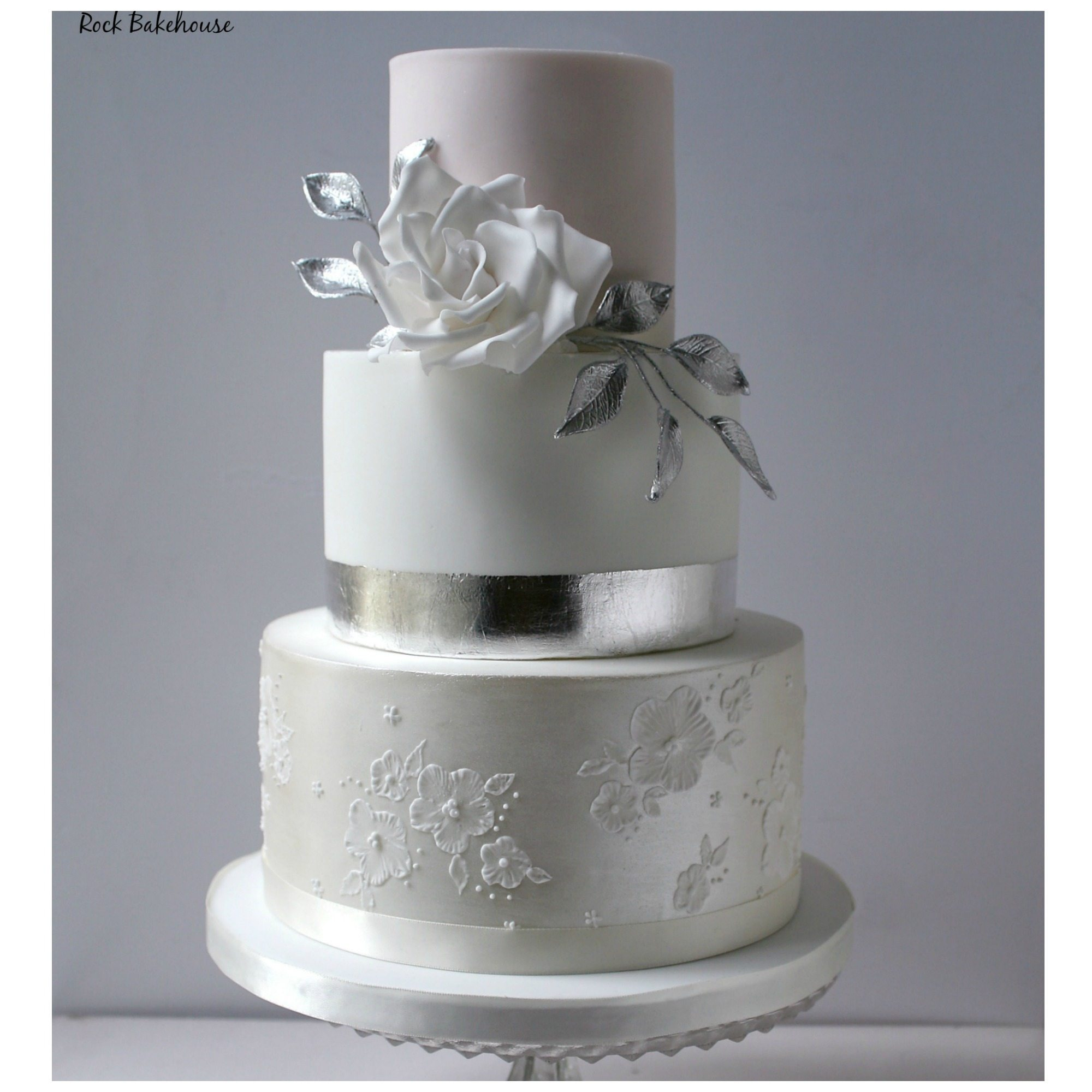 wedding cake courses london uk wedding cake decorating classes masterclass baking 22276