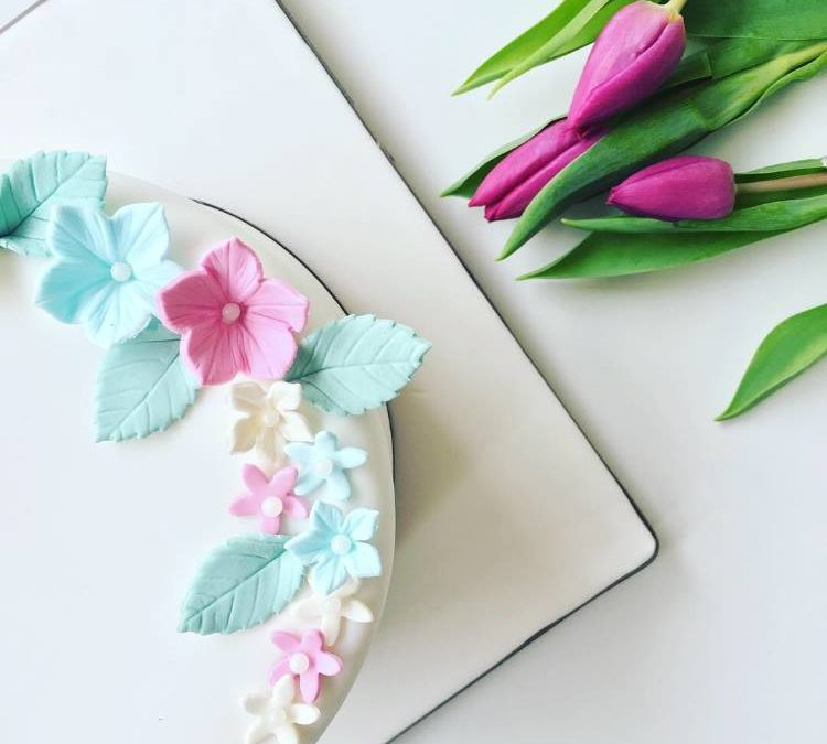 Are sugarpaste and fondant the same thing?